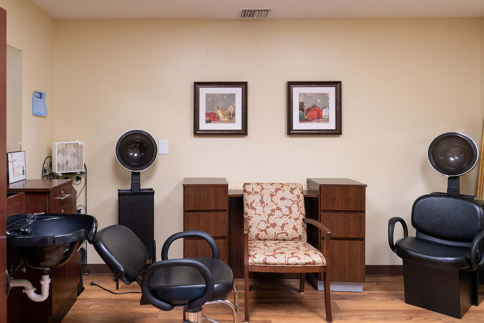 Beauty salon and barber shop at The Colonnade at Northdale assisted living and memory care community in Tampa, FL